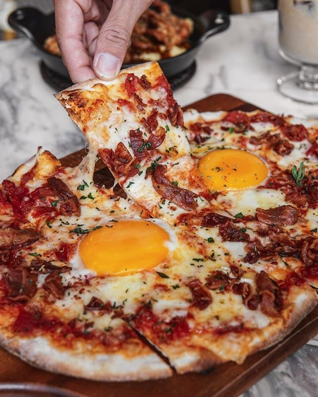 Egg Bacon Cheese Pizza (THB290/ S$$12.08)
