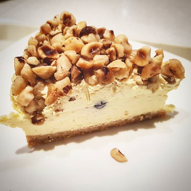 Ordered some @cedelesingapore Hazelnuts Blueberry Cheesecake and Sea Salt Caramel Cheesecake to satisfy my cravings once in awhile ☺ Glad that the cakes are not so sweet, totally loving the hazelnuts blueberry cheesecake.🤣 As for the sea salt caramel cake maybe not so up to my liking because I feel like it taste more like gula melaka, the saltines like abit 404 not found 😅  But overall, still satisfied 😏  #justeatlosg #cedelesg #cheesecake #cafesg #foodphotography #instafoodsg  #sgfoodbloggers #sgfoodies #sgdesserts #burpple #8dayseat