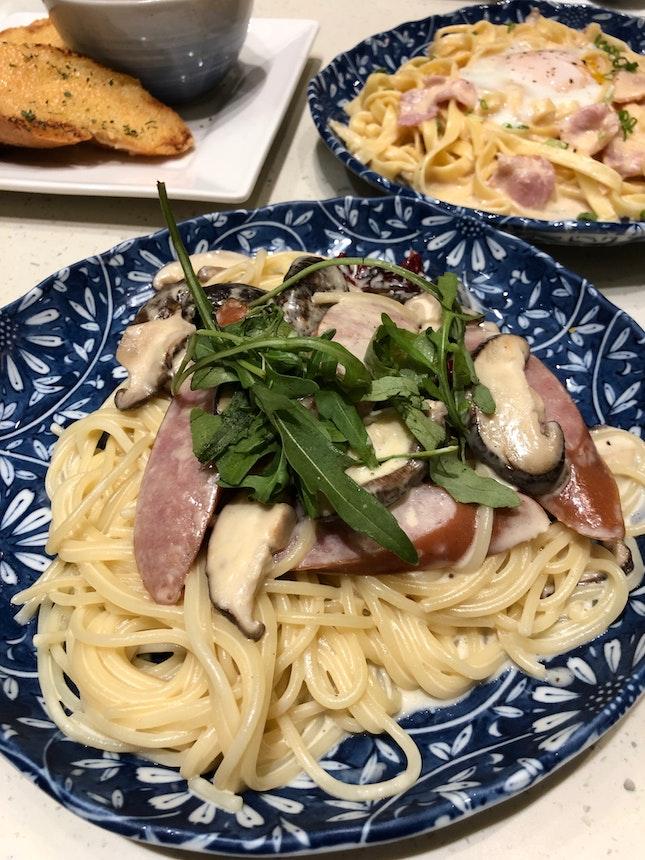 Spicy Sausage And Mushroom Spaghetti In Garlic Cream ($15.90)