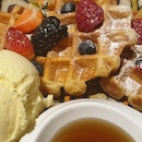 Waffle With Ice Cream And Berries $28/ppax
