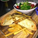 El Paso Chicken Fajita🌮| Cheesy black pepper chicken tortilla for last night's chill out session.