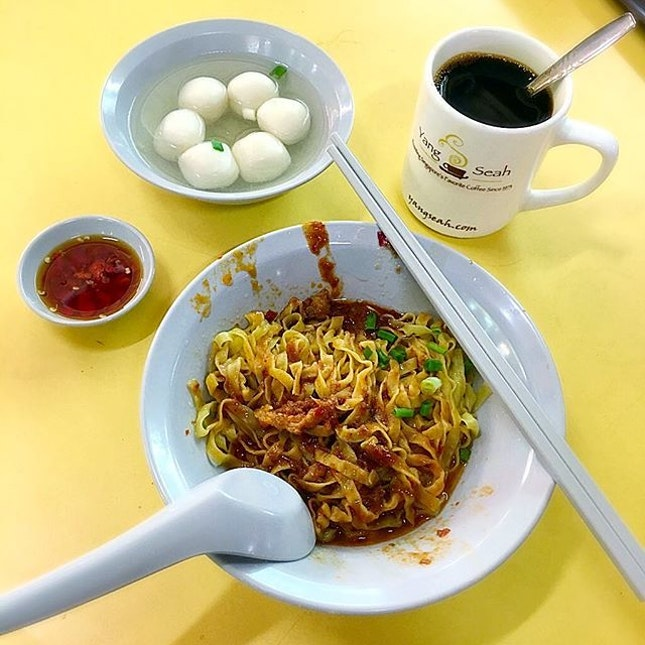 Got my craving for mee pok dry and local kopi o fixed in my hood today.