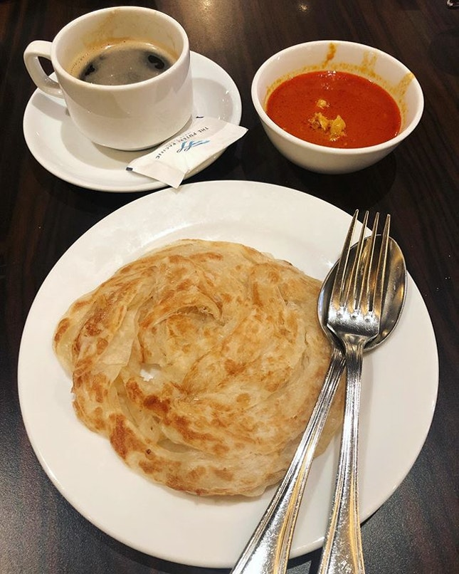 Just a crispy plain prata from the live station dipped in chicken curry and a cuppa long black for the morning😌 .