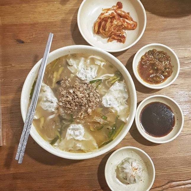 A famous restaurant that listed as one of the Michelin Guide Seoul Bib Gourmand of 2018/19 is located at the backyard of Myeongdong!