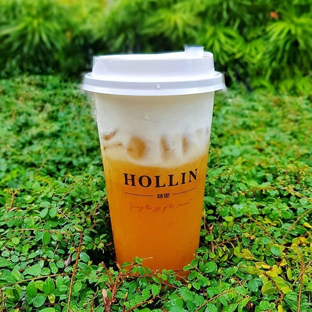 I am the First to Post this 🤣🤣🤣 * Hollin Singapore * ☆NEW☆ Mango Tea Rock Salt Macchiato ~ $4.2 [ Add $0.7 for a Serving of Daily Pearl/Pearl of the day] ~ Thank you Matthew for the special brew 😋😋!!