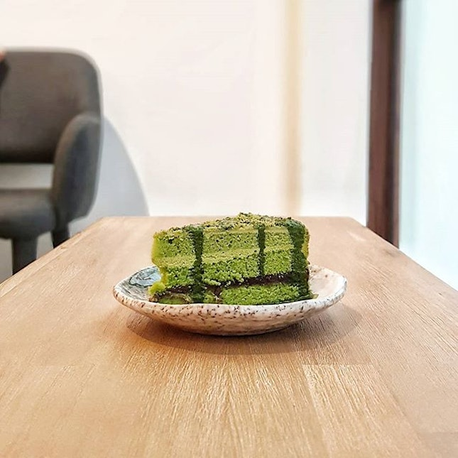 Anyone fancy a slice of Matcha cake on a rainy day🍵🍰🌧 to take away your mondayblue and make you Greener💚💚💚 ~ Matcha Cake w/ Red Bean ~ $7.5 * * * * * * @hvala_sg at @chijmes_sg #hvalasg #matcha #cake #matchalover #burpple #foreverhungry #microinfluencer #sgfoodblogger #sginfluencer #8dayseat #cliffyncheeze #sgfoodies #singaporeinsiders #igfoodies #sgfood #thisisinsider #foodporn #igers #igfood #igdaily #instafood #instalike #instadaily #instasg #potd #potdsg
