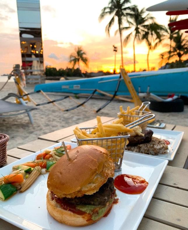 Kua'aini Burger 🍔 with *li hing mui* powder - D'you know what's that?!