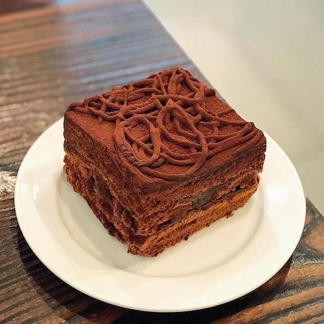 [Outram Park] I seldom leave food unfinished, but the Chocolate Dirty Cake ($6.80) really did the trick.
