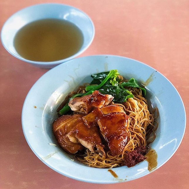 [Queenstown] The chicken was tender and moist, with the soft, succulent skin having absorbed all that flavourful soy, on a bed of noodles which had great texture.
