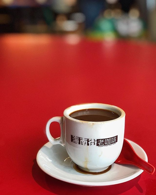 [Bukit Merah] Very good kopi here at Hylam Street Old Coffee, which explains the perpetual lunch time queues.