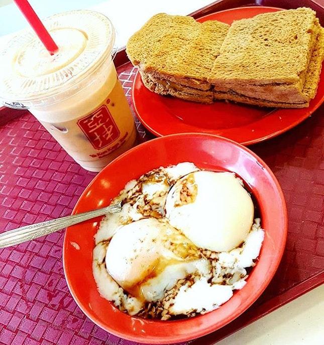 🍞+🥚: Ya Kun Kaya + Butter Toast with soft-boiled eggs...