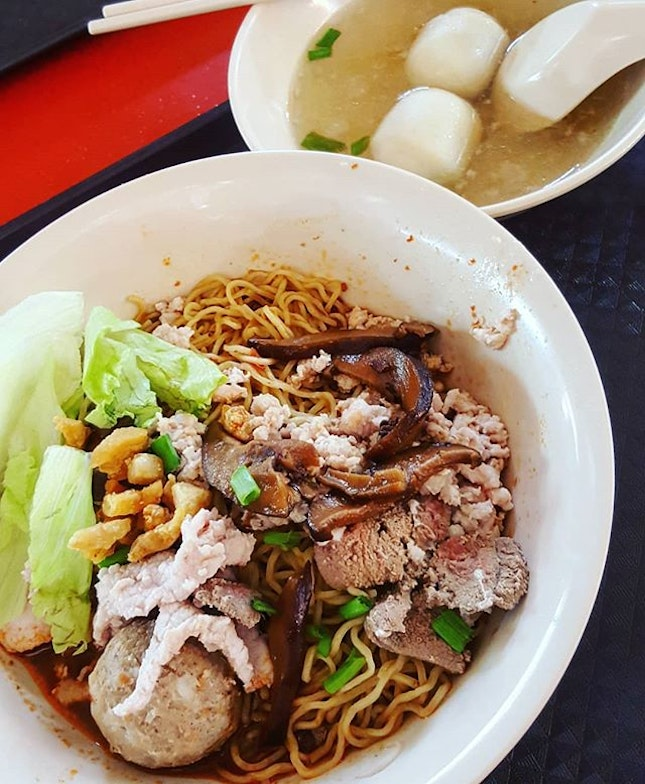 🍲: Amazing bowl of Bak Chor Mee with generous portion of noodles, minced meat and condiments.