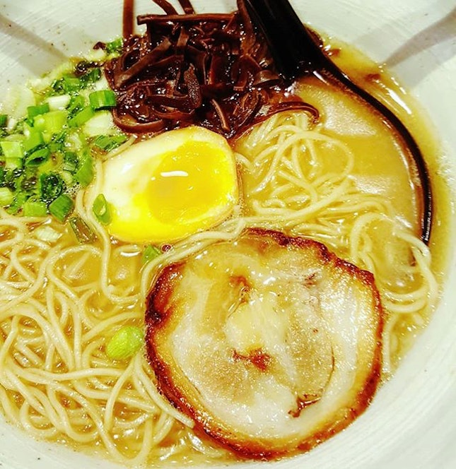 🍲: Somedays, all it takes is a #comforting bowl of #ramen Enjoyed the rich pork bone #broth, #smoky #chashu, #shoyu #tamago and special ramen #noodles that have a good #bite #texture [4/5👅] .