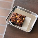 Hazelnut Praline Seasalt Brownie
