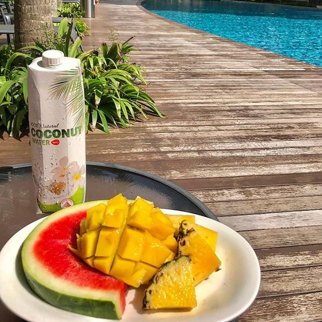 Can't beat a lazy Saturday of fruit salad by the pool with chilled coconut water 😋 #singapore #expatlife #sgfoodies #sgfood #foodporn #fruitporn #foodie #fruitie #foodlover #fruitlover #healthyfood #fruit #mango #watermelon #sandia #pineapple #coconutwater #poolday #lazyday #saturdaychill #eeeeeats #burpple