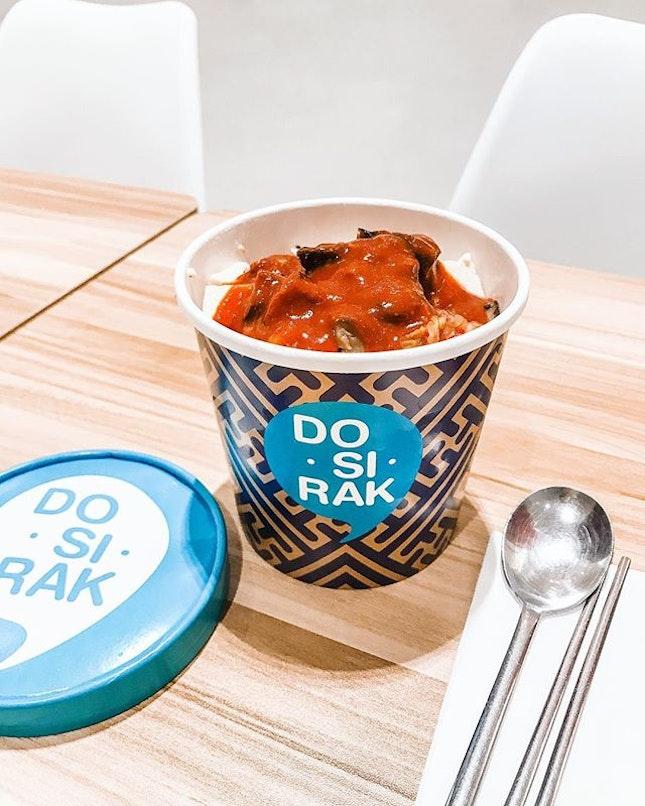 Tofu kimchi bibimbap in a tub.