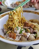 Hill Street Tai Hwa Pork Noodle, the famous Bak Chor Mee.