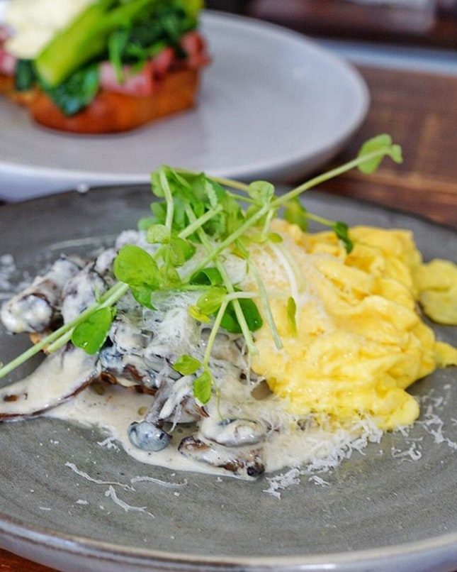 Breakfast with Mushrooms on toast with scramble eggs from @pacamara_sg.
