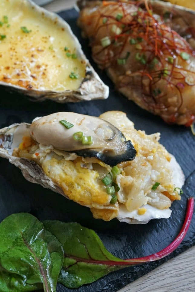 @oystercosg is a seafood restaurant that famous for their freshly shucked oysters Classic Collection ($1.99)/per piece (minimum order 12pcs) and  Premium Collection ($4.99)/per piece (minimum order 6pcs)
