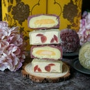 Orange with Grape or Japanese Sweet Potato with Pumpkin- Coconut? These delicate mooncakes are from @goodwoodparkhotelsg.