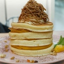 [Giveaway]. @pancakecafe_belleville is launching their new Autumn menu, Chestnut Mont Blanc. Souffle pancakes that layers with sweet pumpkin cream, topped with whipped cream and finish it with chestnut purée. 💰$15.9.