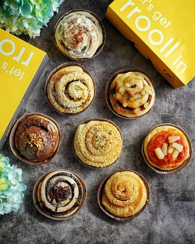 Team sweet or savoury for cinnamon roll?  At @rrooll.sg, you can have both , they are the first specialty cinnamon roll kiosk in Singapore. Customer can choose from: