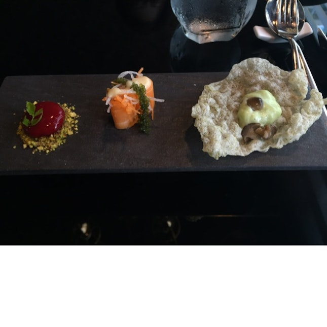 Appetizer: Wasabi Crisps, Salmon Seaweed And Raspberry Explodes!
