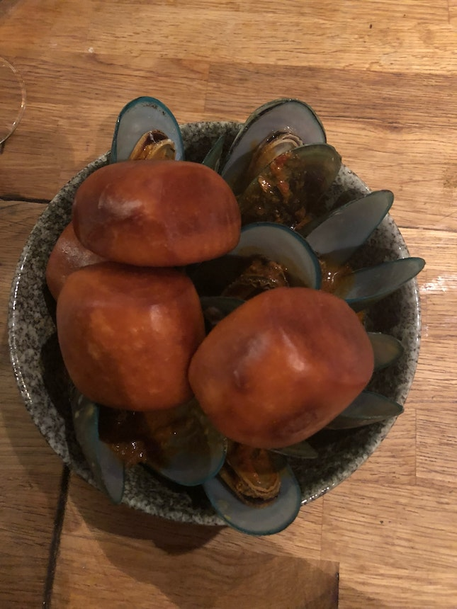 Curry Mussels W/ Mantou