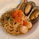 garlic seafood pasta