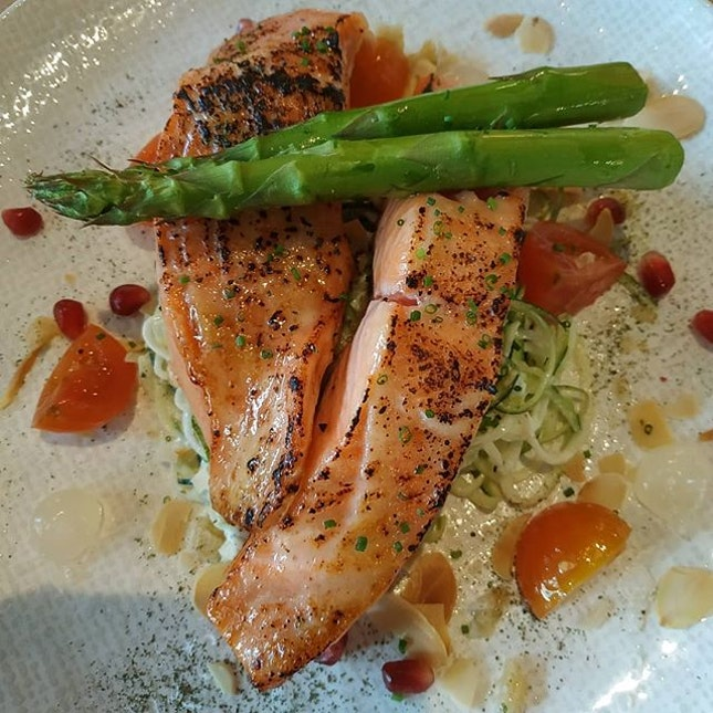 4.5⭐ New restaurant discovery and surprisingly the salmon is so so so good👍🏼.