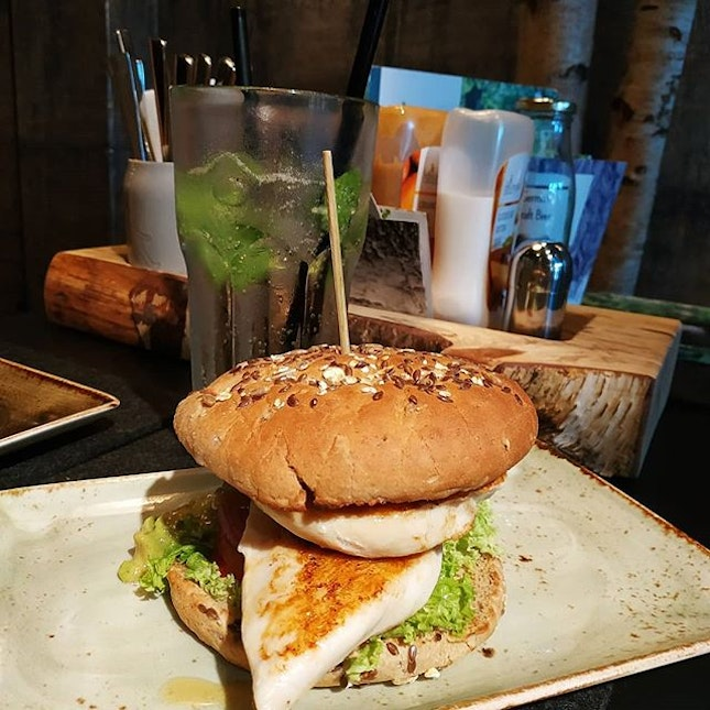4.5⭐ No matter which burger I ordered, Hans Im Gluck's burger never fails me.