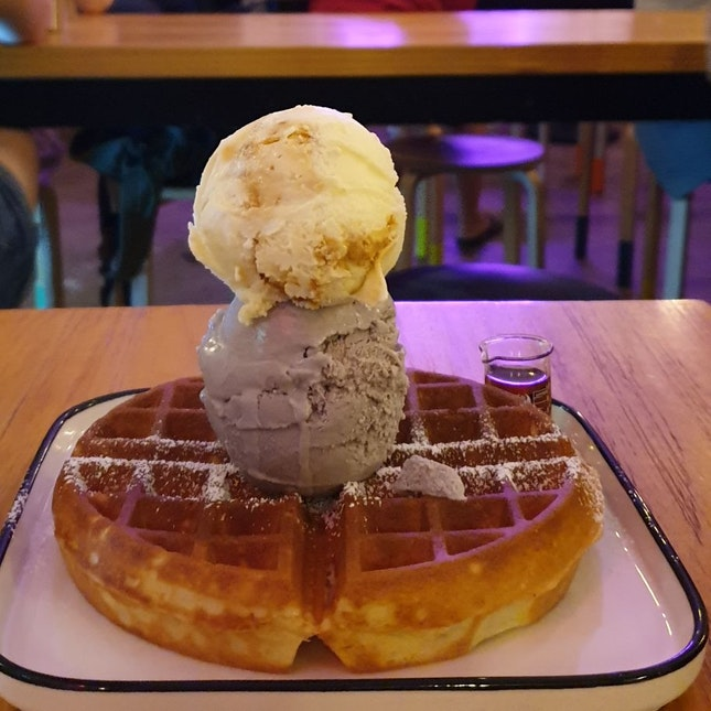 Oolong Lavender + Honeycomb Ice Cream Waffle 💖