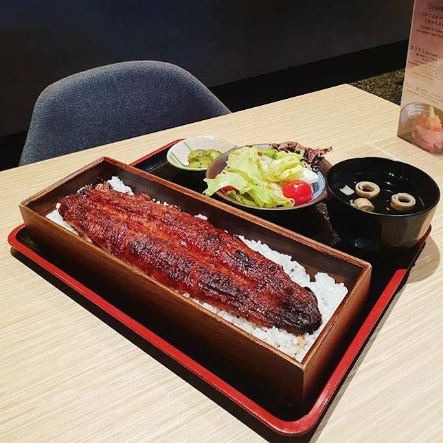 Unagi Rice Box ($46++)😊 + Crispy Bones ($6++)😊 + Sashimi Moriawase ($35++)😊 Unagi could have been grilled slightly longer on the top.