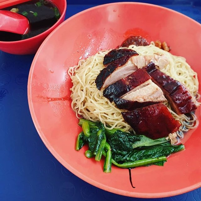 燒臘 stall's #RoastDuckNoodles 😍 ($4): Tasty roast duck, noodles with no yellow noodle taste and soup with strong herbal taste 👍  #whrTelokBlangah #whrRoastDuck