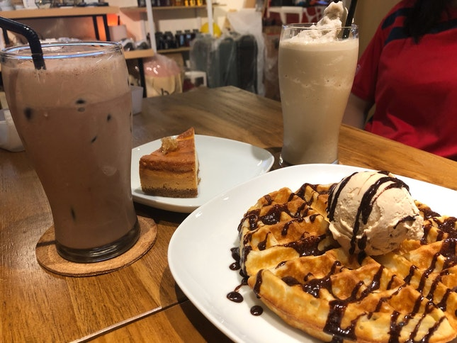Waffles & Hazelnut Ice Cream $10.6, Honey Cheesecake $8, Hojicha Frap $6.5, Iced Chocolate $7