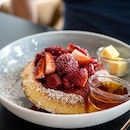 Breakfast Strawberry Maple Pancake | fluffy oven pancake served with strawberry compote, butter, maple drizzle