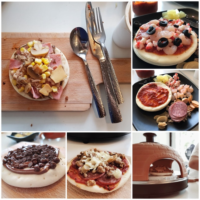 DIY mini pizzas!