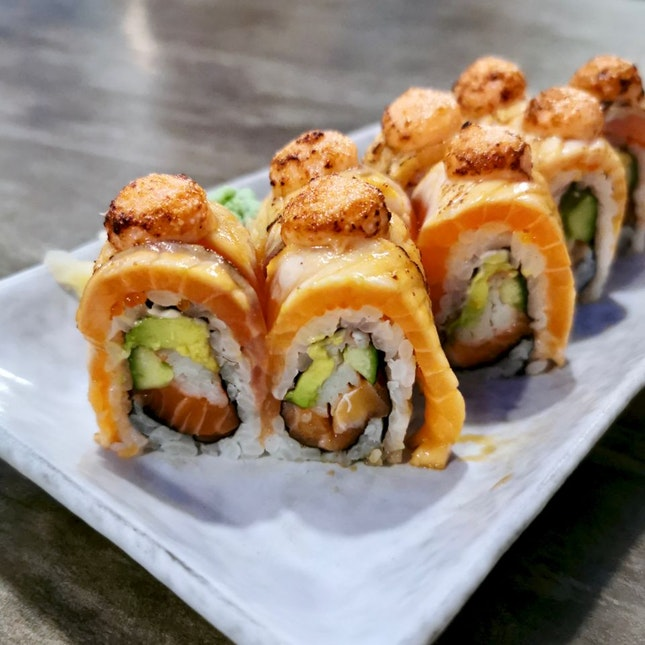 Salmon Aburi Roll