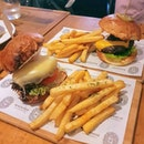 A brief interlude from my Europe travels to bring you these sumptuous burgers from #tbhgeats !