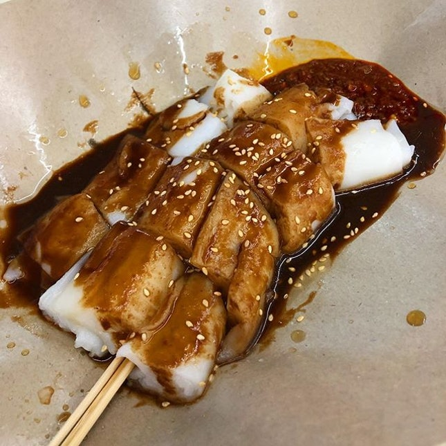 You know it's a good Chee Cheong Fun when it's smooth and silky, served piping hot with sauce that is not too jelak.