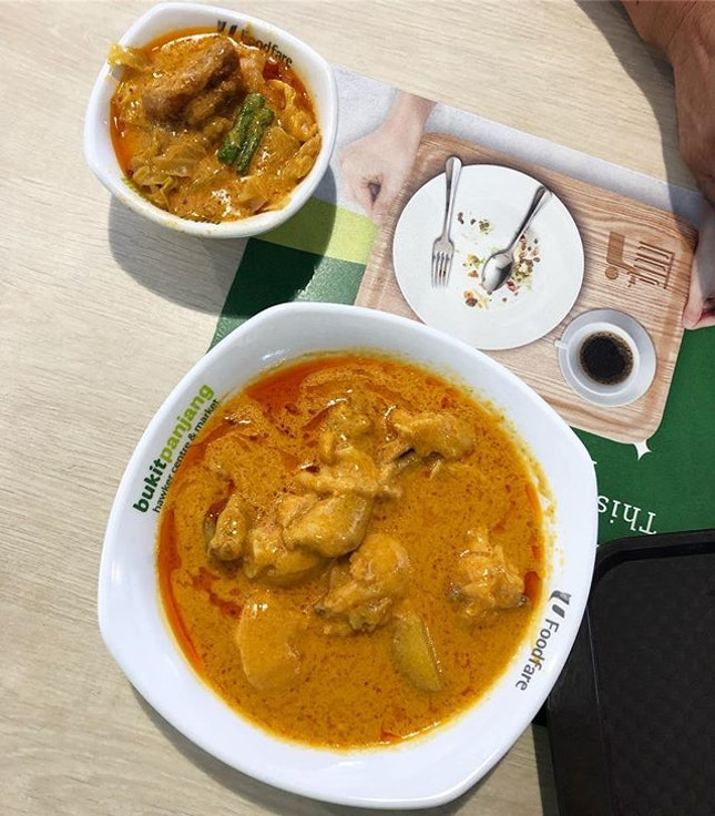 When there's a variety of curry for you to choose from (chicken, mutton, pork, vegetables, fish, potatoes), why not get a few and find your favourites.