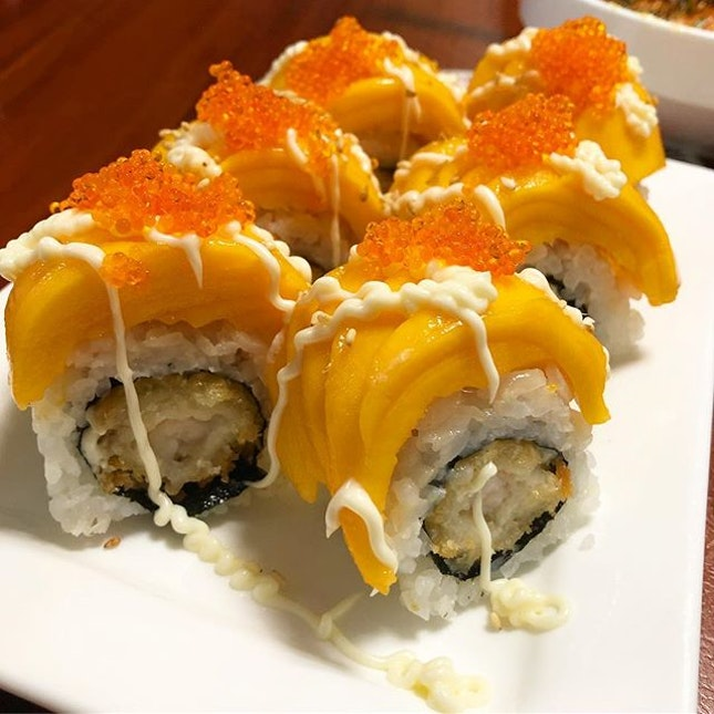 Mango and ebi really goes well together as sushi, along with the popping roe and smooth mayo.