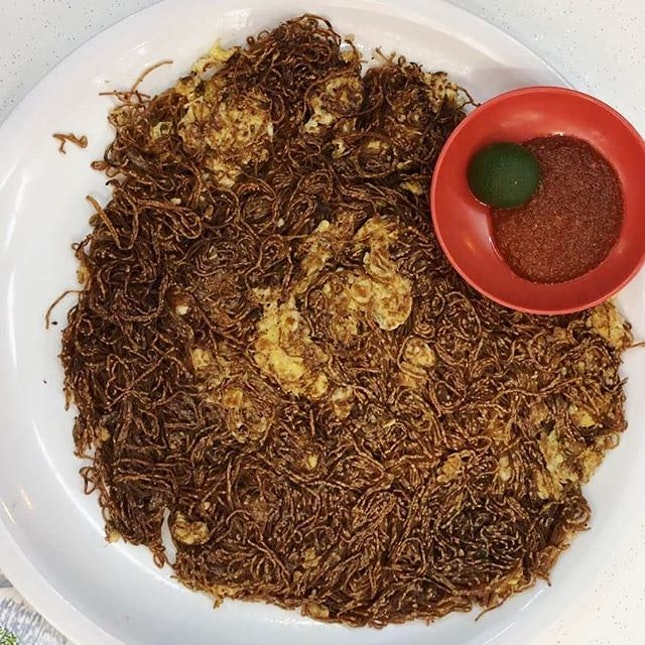 Chao Ta Bee Hoon: all ingredients are hidden underneath the this burnt vermicelli.