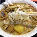 One of my favourite chicken curry noodle stall is Hock Hai Curry Chicken Noodles at Bedok.
