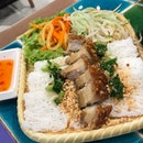 A filling and sumptuous Vietnamese meal @pho_street @thecentrepoint_sg for two pax.