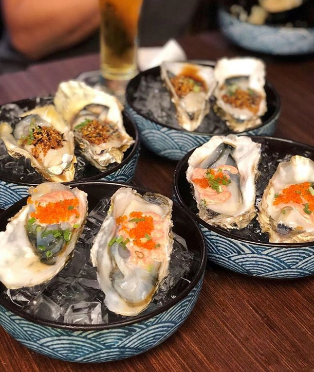 Some utterly fresh and plump oysters to drive away all that blues from work.