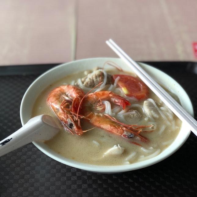 Seafood Thick Beehoon Soup