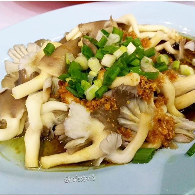 Oyster Mushrooms in Soy Sauce from Restoran Lou Wang in Ipoh!