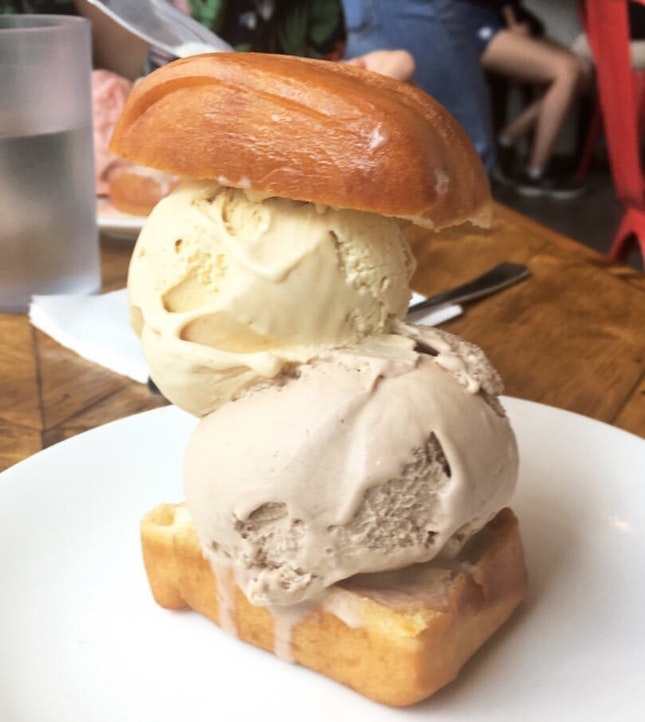 Ice Cream With Mantou