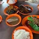 Han Jia Bak Kut Teh & Pork Leg (East Coast Lagoon Food Village)